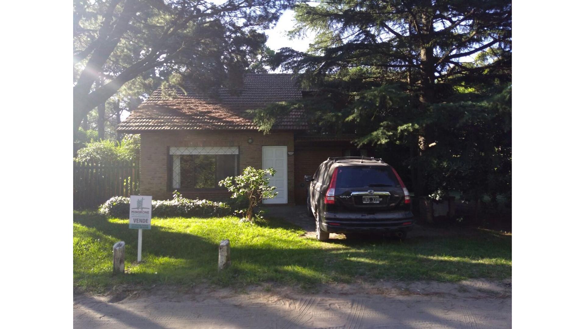 Casa en excelente zona - Barrio B5