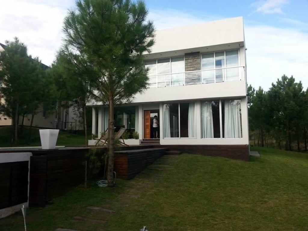 Venta casa ubicada en el lote 540 del barrio Golf 2 en Costa Esmeralda