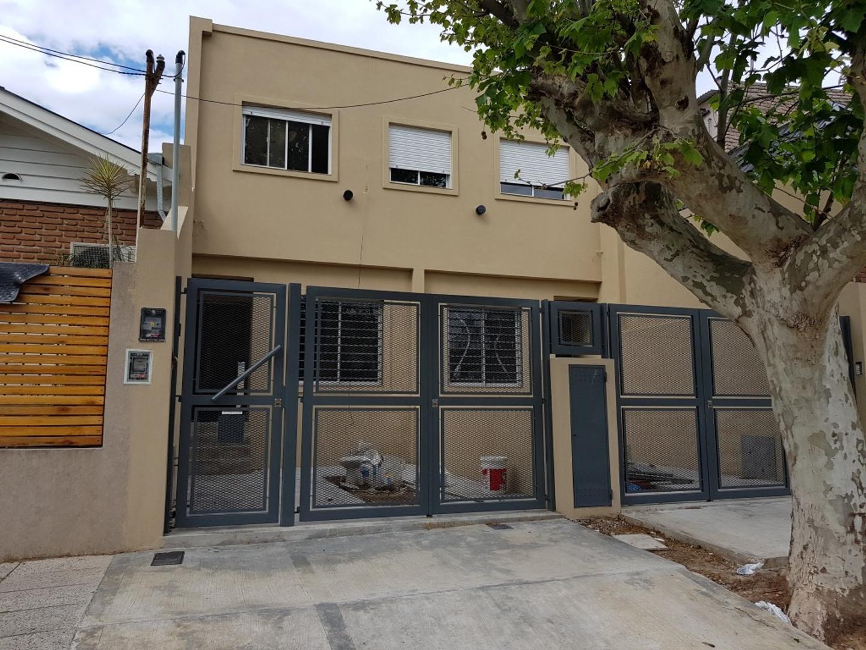 Excelente Duplex 4 amb. con cochera y jardin, A ESTRENAR.