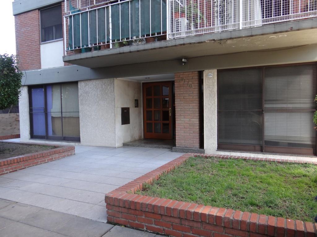 Muy Buen depto 4 ambientes con balcon y lavadero, a mts de Panamericana.