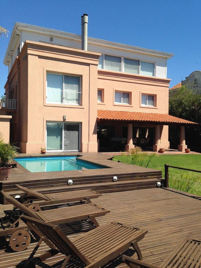 BOATING CLUB, Excelente Casa en Venta, 526 m2 cons, Amarra 20 mts. U$S 1.490.000