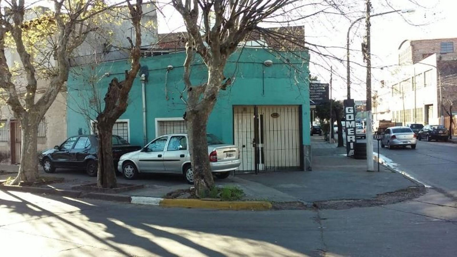 VENTA CASA 2 AMB CON POSIBILIDAD DE UN 2 DOR 900MTS DE GRAL PAZ Y ALVEAR 300 M