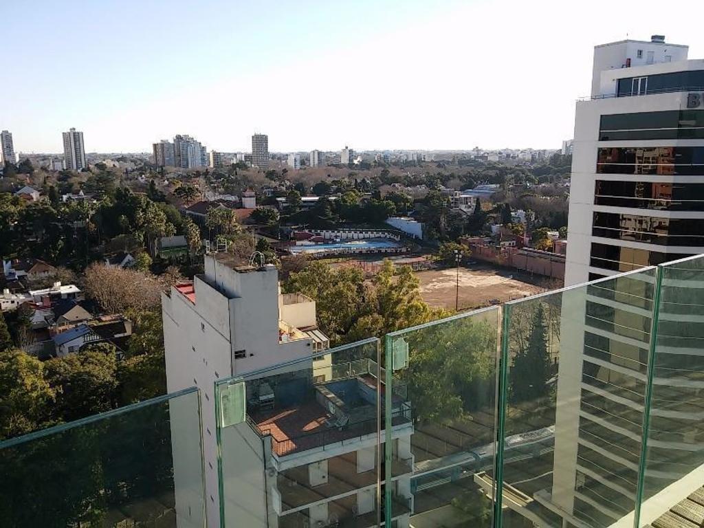 Torre View Av.Libertador 1500. Exclusivo 2 amb. con cochera y vista panorámica. Piso 15°
