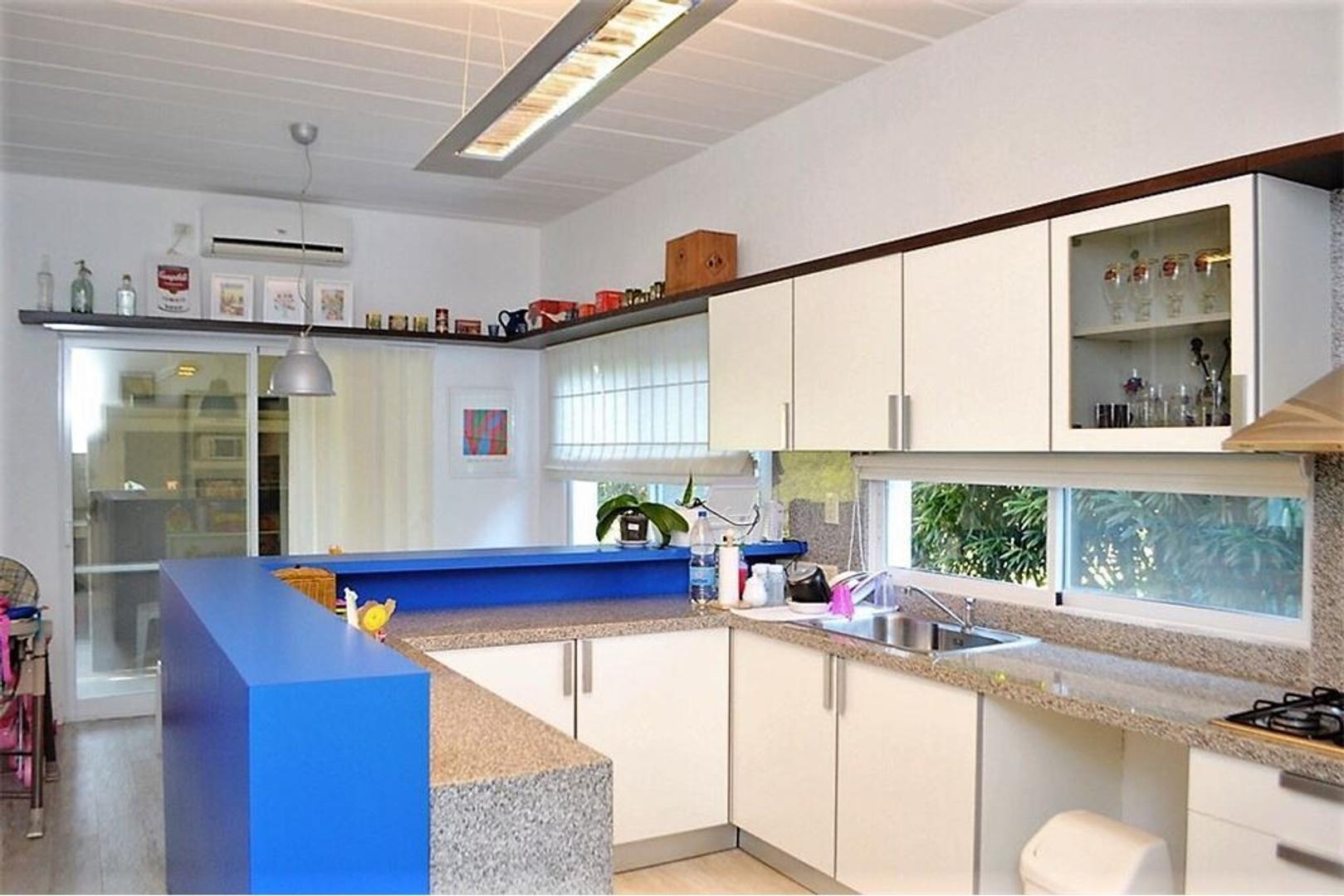 Casa en Venta - 4 ambientes - USD 367.000