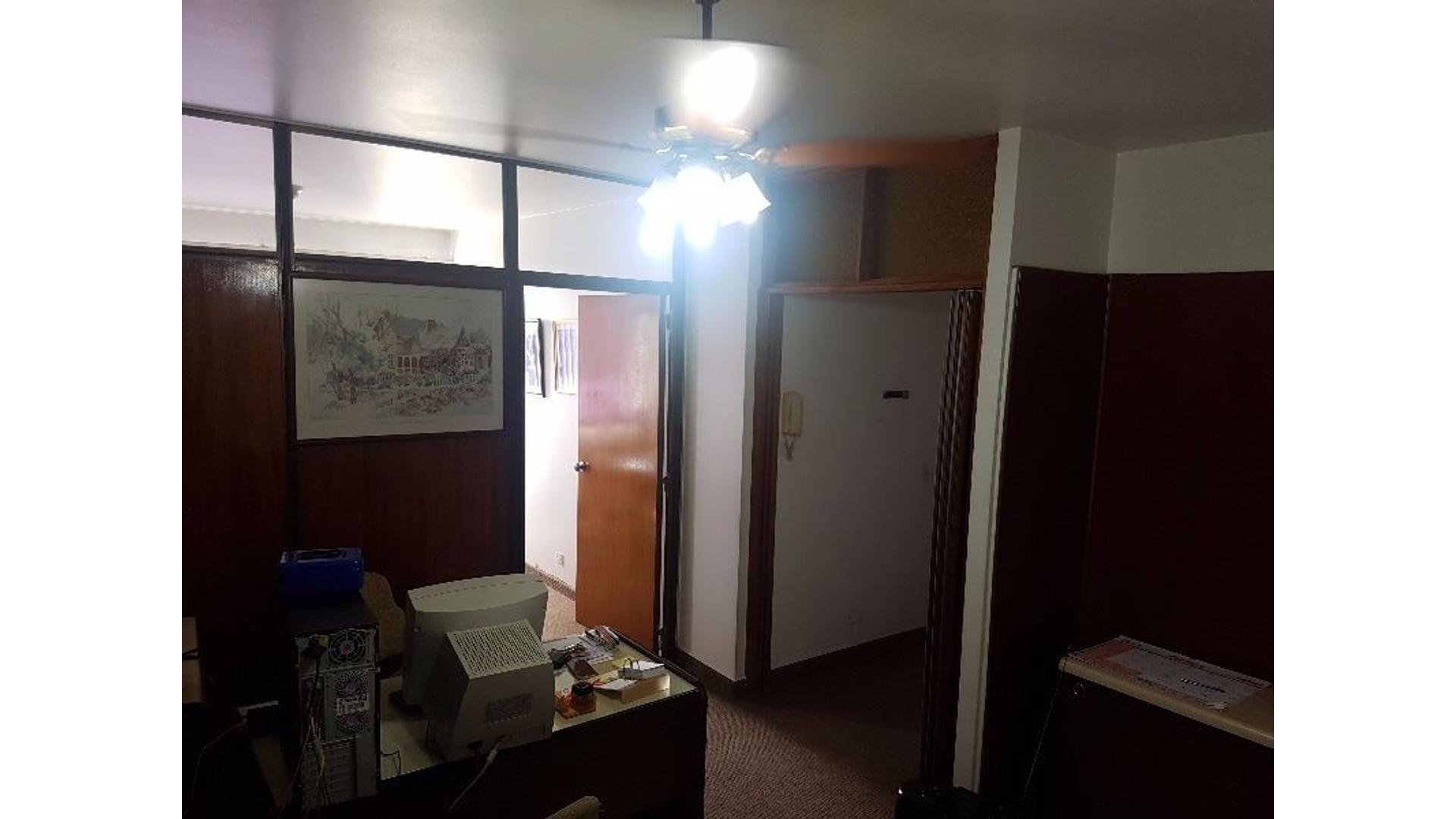 Oficina 45m + 2 cocheras en piso 12 real oportunidad!!!!!!