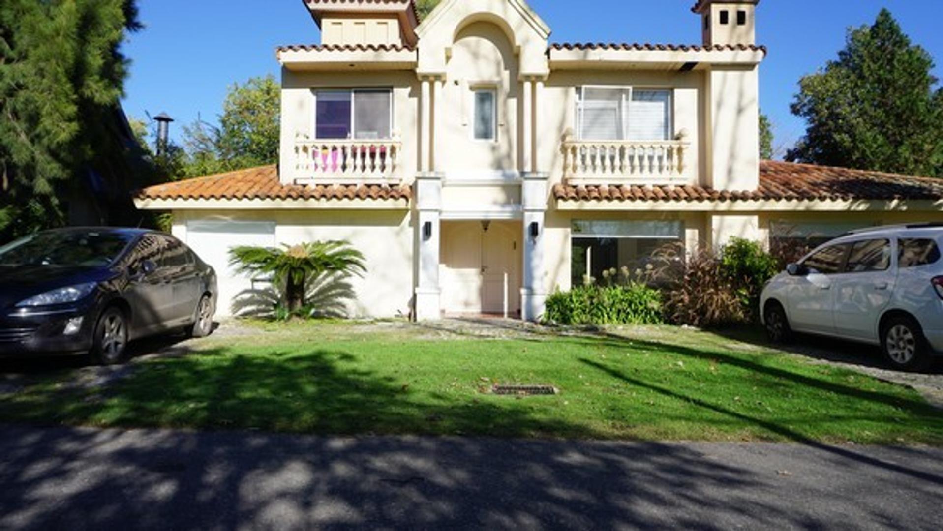 Casa en Venta en Miraflores - 6 ambientes