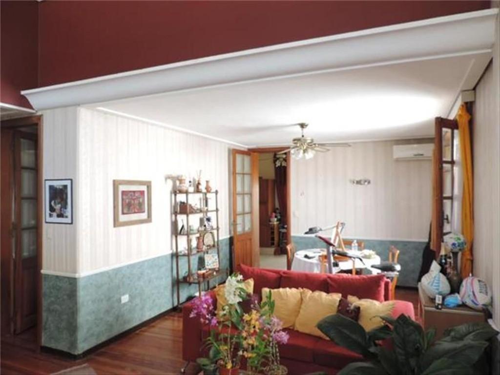 Ph 4 ambientes al frente con entrada independiente, cocina comedor diario, 2 baños, patio y terraza.