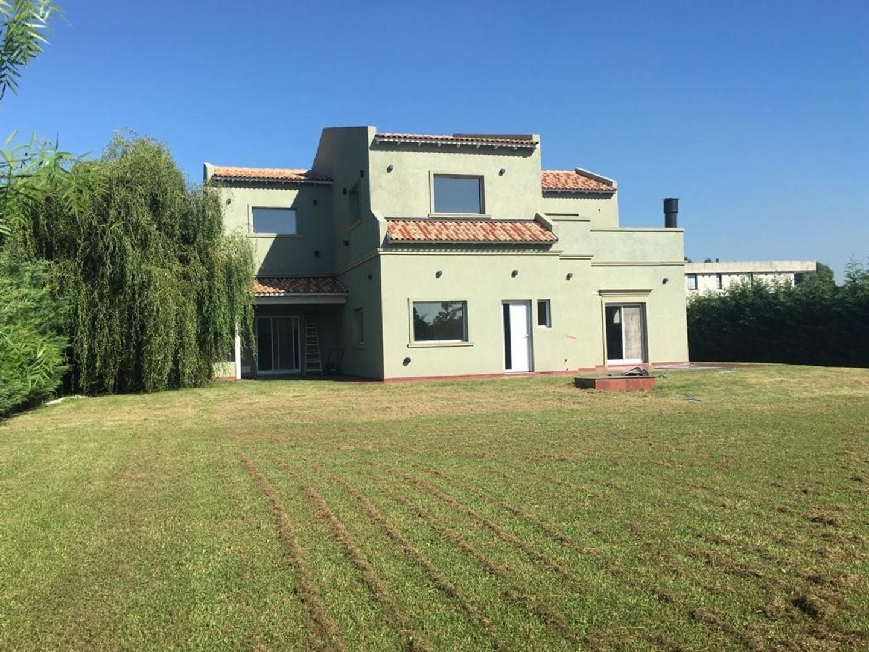 Casa en Venta en Tristan Suarez - 5 ambientes
