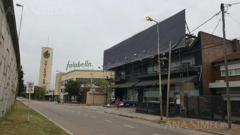 Sobre Panamericana, a mts Paraná. Espectacular edificio comercial - Venta con Renta