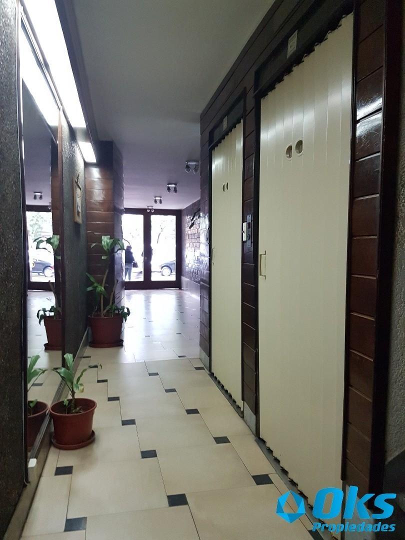 3 ambientes con Dependencia - Peron al 2200 a 2 cuadras de Av. Corrientes Subte B