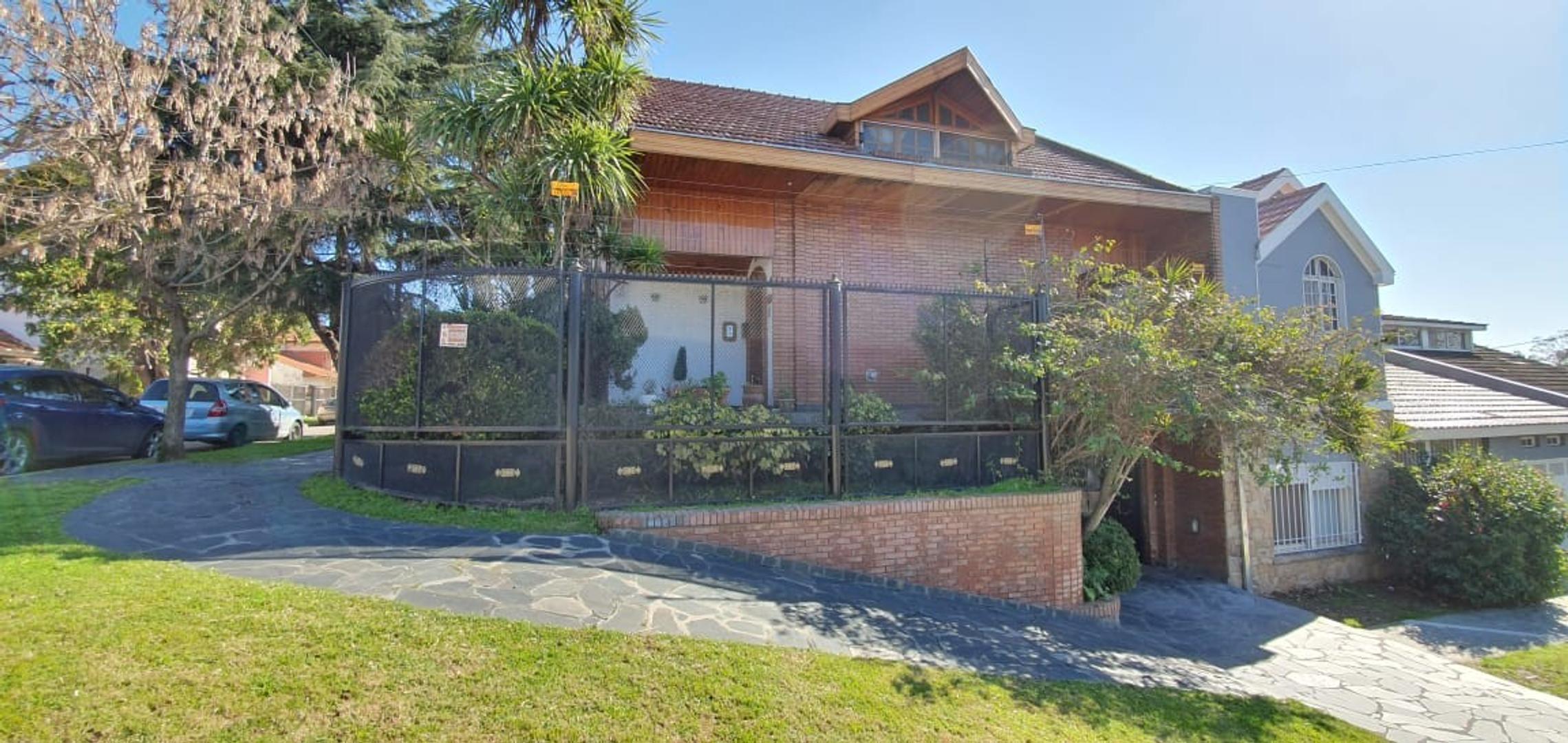 Casa en Venta en Don Bosco - 5 ambientes