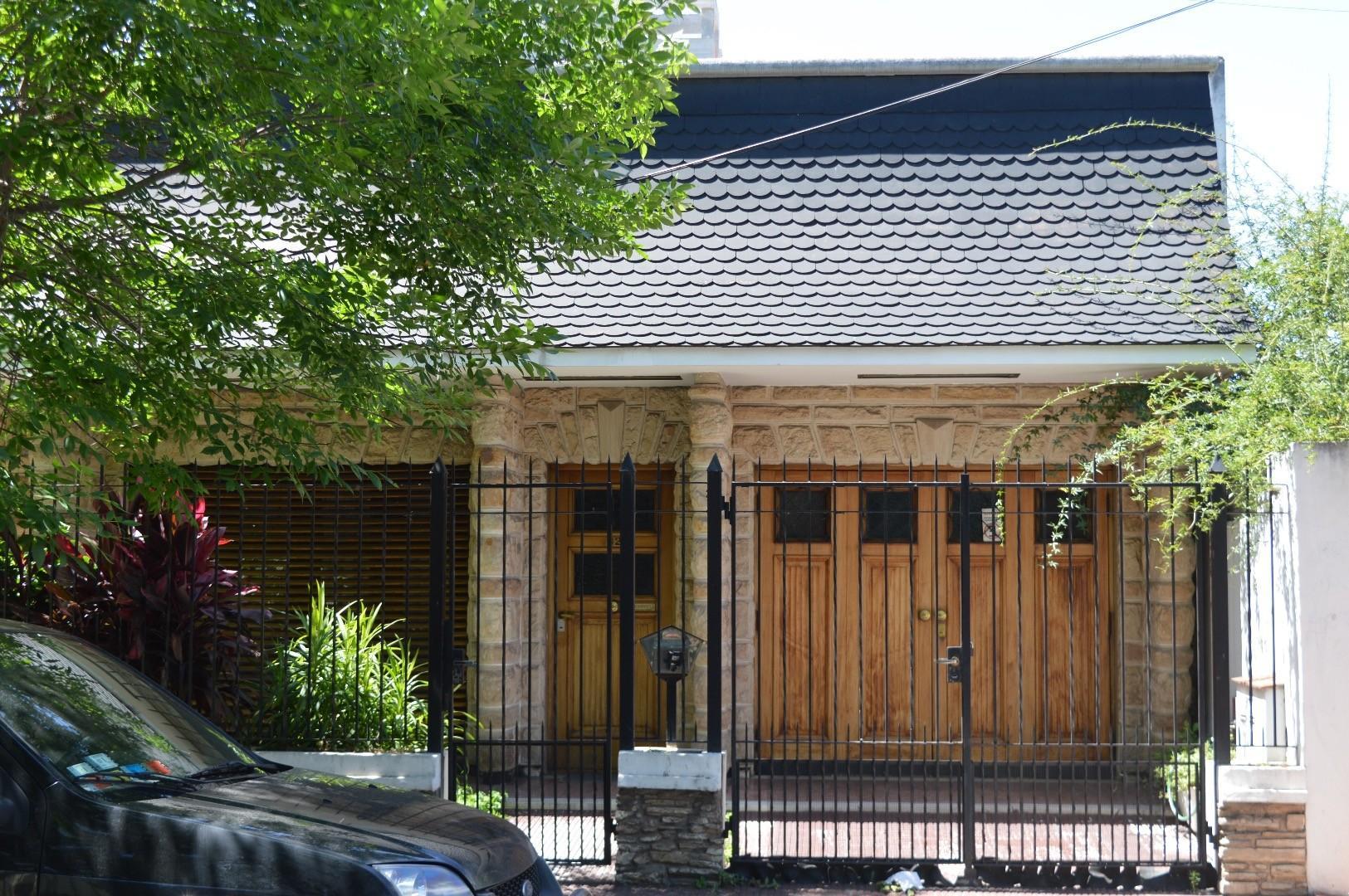 Casa tipo PH en excelente ubicación de Temperley.