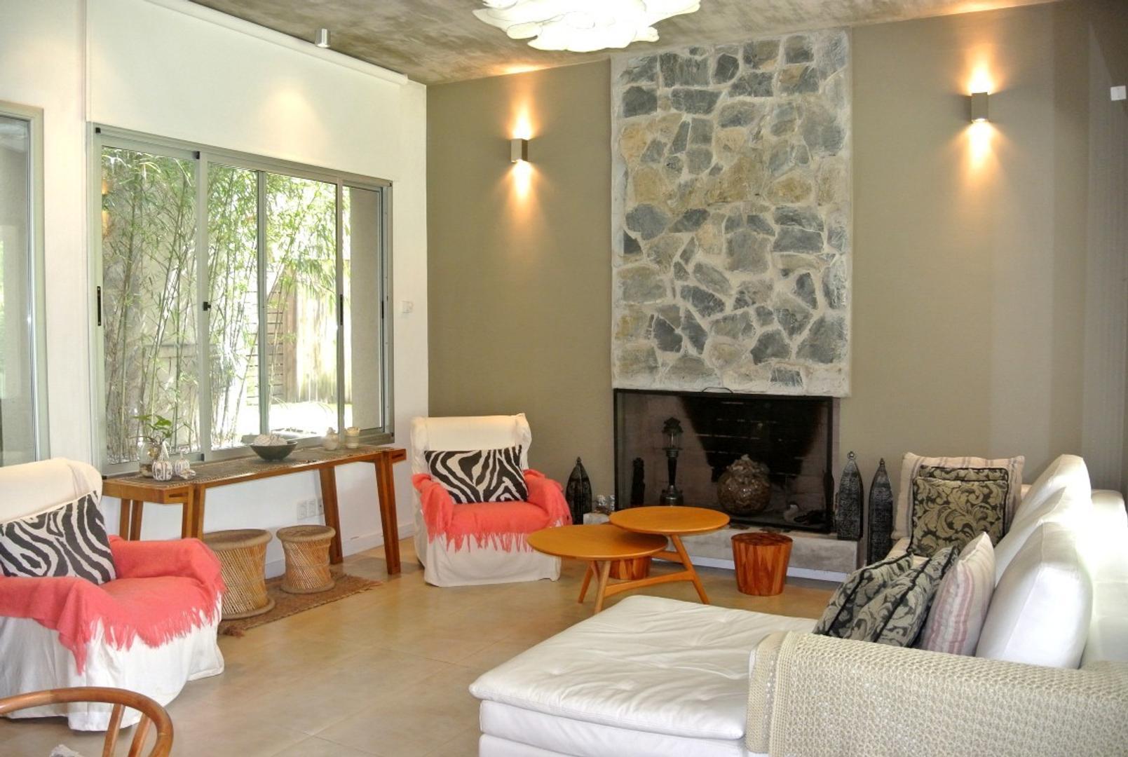 Casa - 280 m² | 4 dormitorios | 4 baños