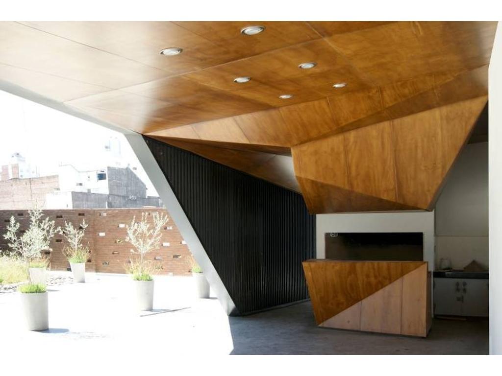 Oficina con patio y posibilidad de cochera