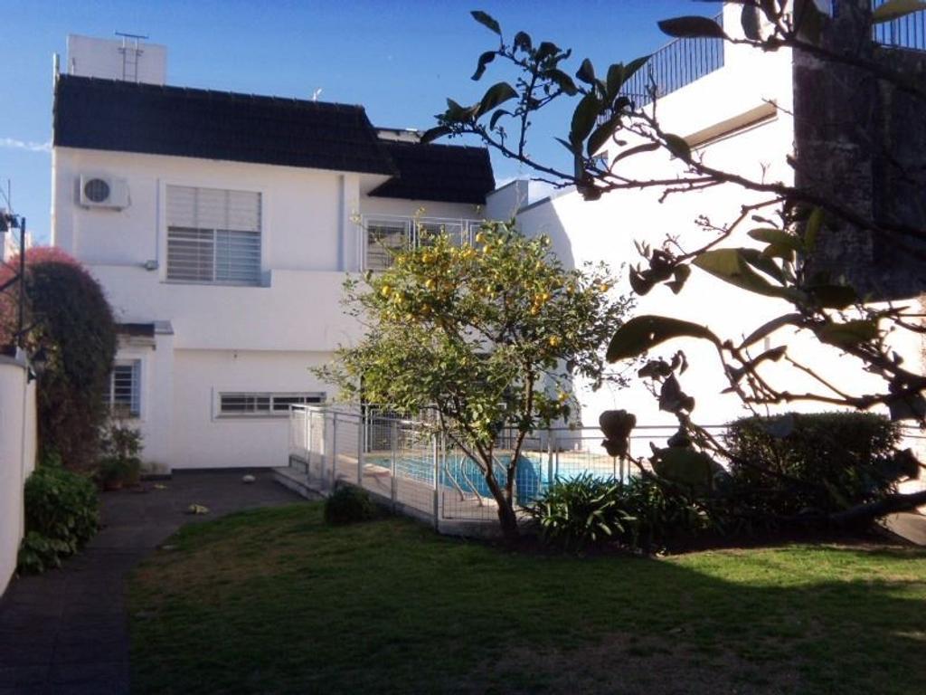 Casa en B° Cura. Espectacular. 3 dorm (suite).Cochera. Piscina. Jardín .Quincho