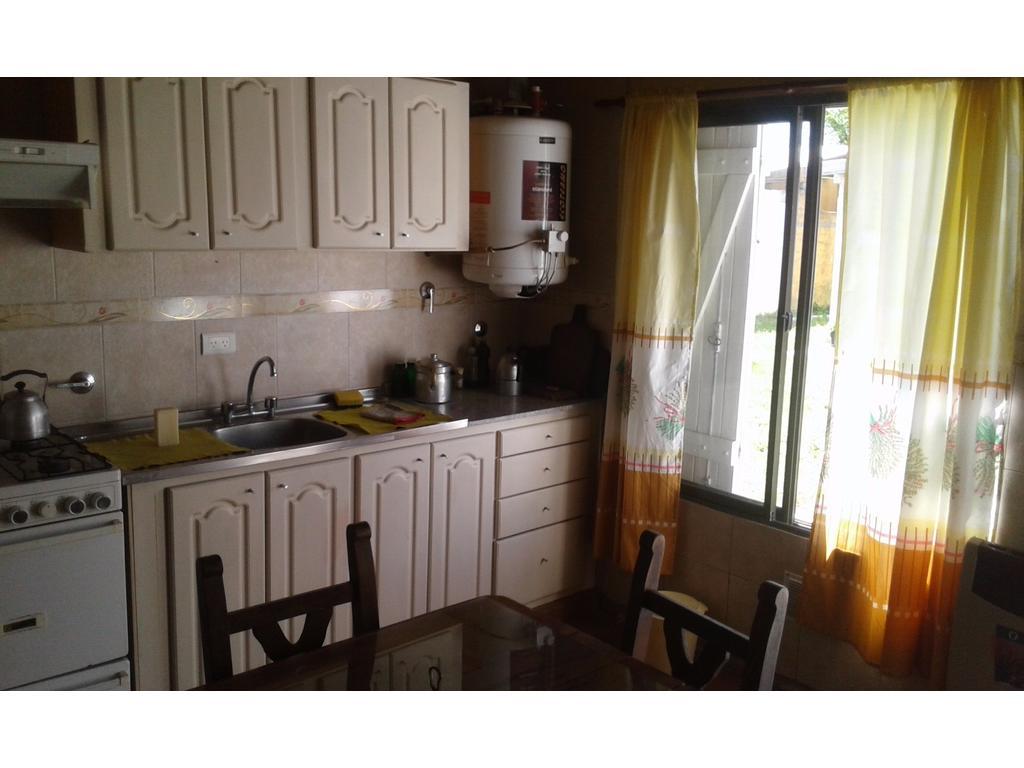 Ph de  2 ambientes con garage en alquiler- Santa Clara del Mar