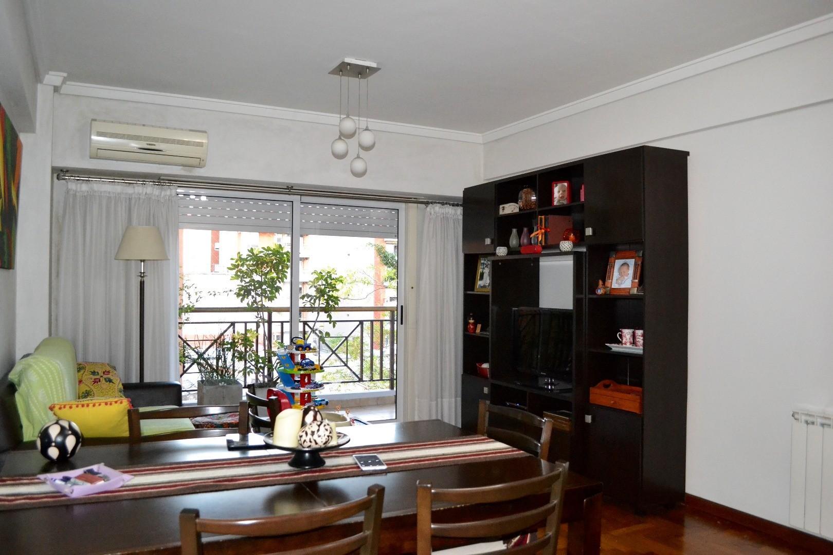 Excelente departamento de 3 ambientes contrafrente con balcón y baulera.