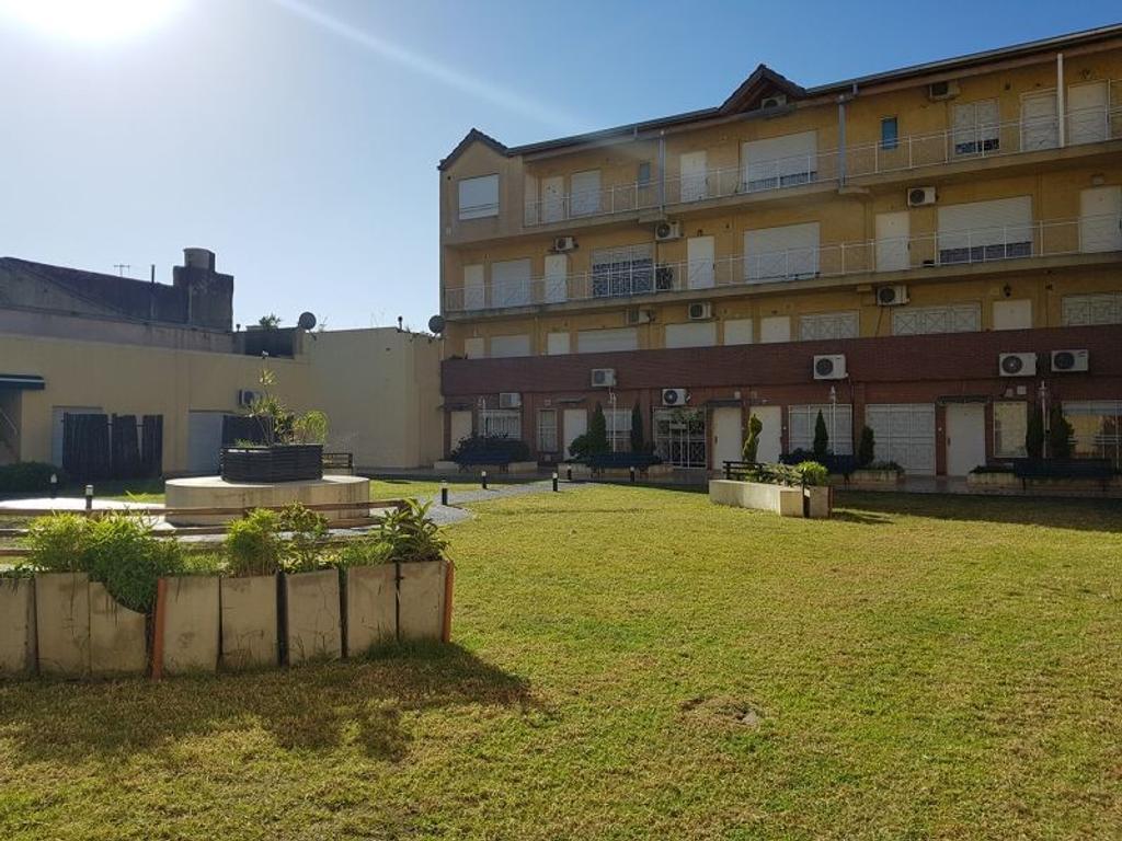 XINTEL(FRE-FRE-74) Parque Chacabuco - 3 amb - Balcón -