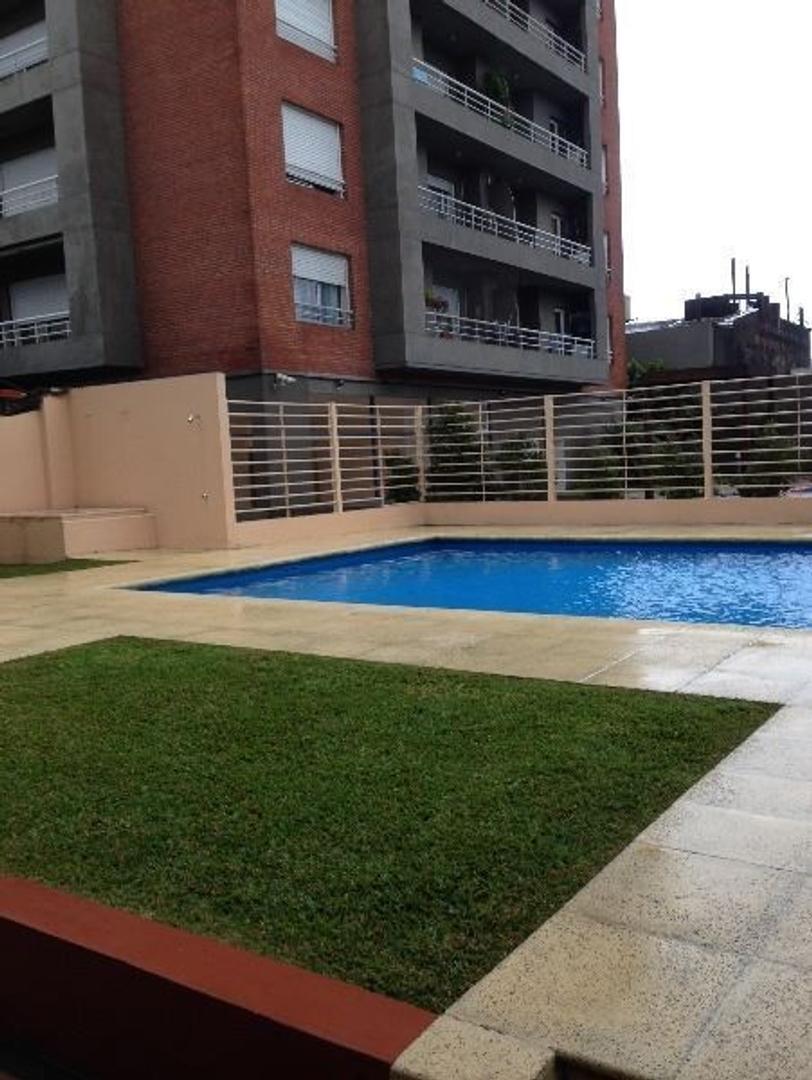 Departamento 2 ambientes con cochera y gran terraza propia con parrilla, piso 12, excelente ubicacio
