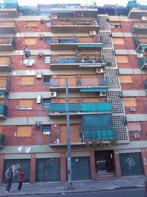 Av. CARRASCO al 300  3º piso * FRENTE* 42 m2 * EXCELENTE * DPTO. .2 AMBIENTES - BALCON - IMPECABLE