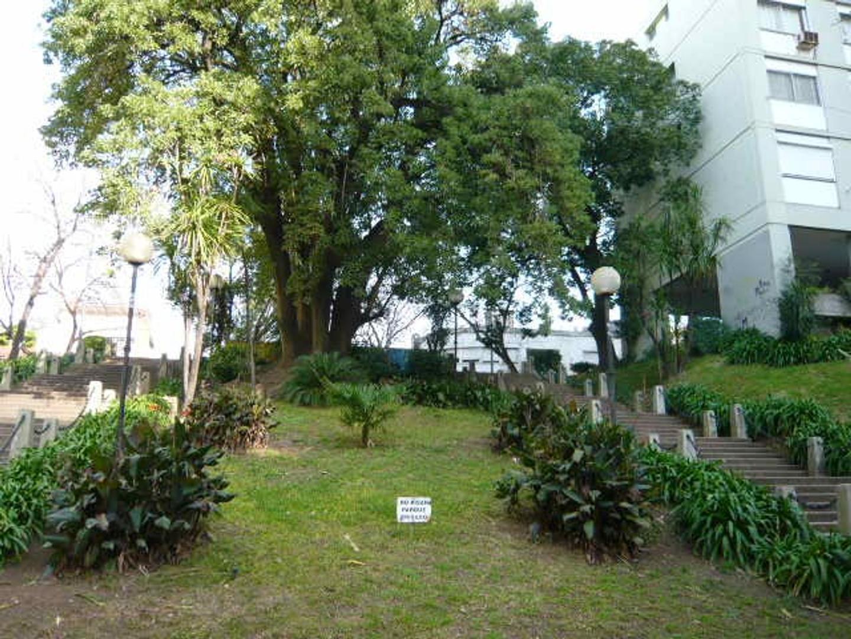 RETASADO- Espacioso inmueble todo externo, Vista verde. Excelente ubicación