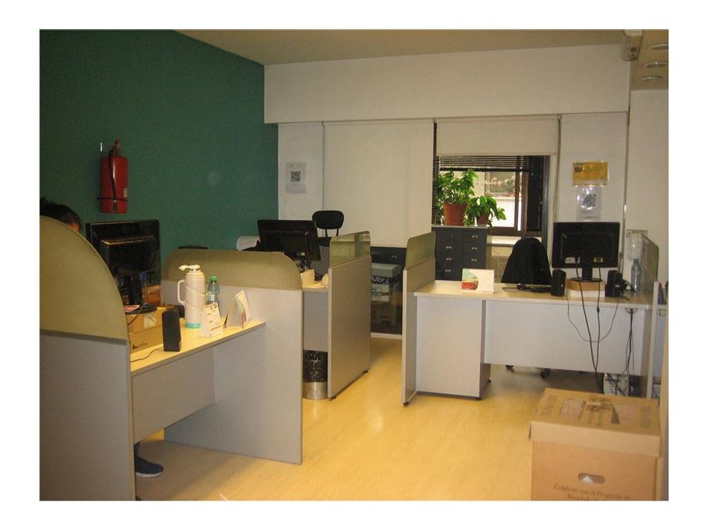Oficina/Depto de 3 amb. c/balcón . A/crédito