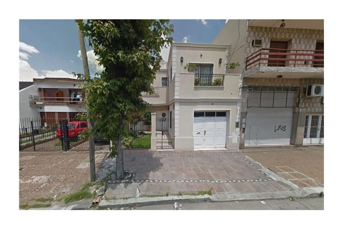 Casa 5 ambientes centro de San Justo