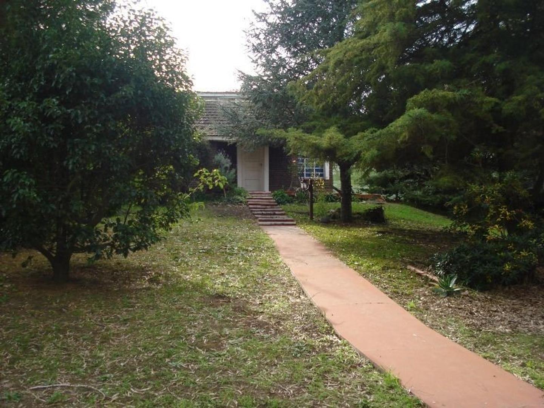 Se vende o Permuta casa con amplio terreno ( multifamiliar )