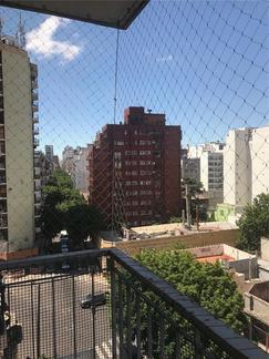 Parque Centenario Depto 3 amb con balcón al frente . Muy luminoso A 1 cuadra Pque Centenario .