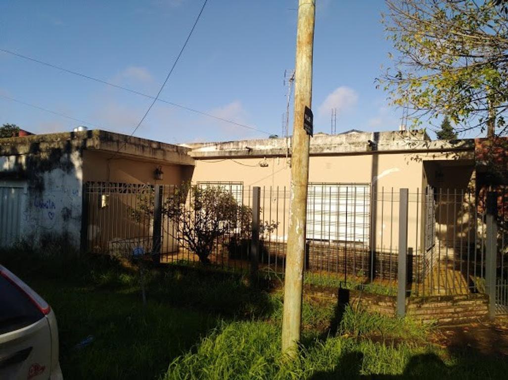 U$S120.000 Bolivia 2208 Ezpeleta Oeste. casa de 4 amb. lote de 10x30