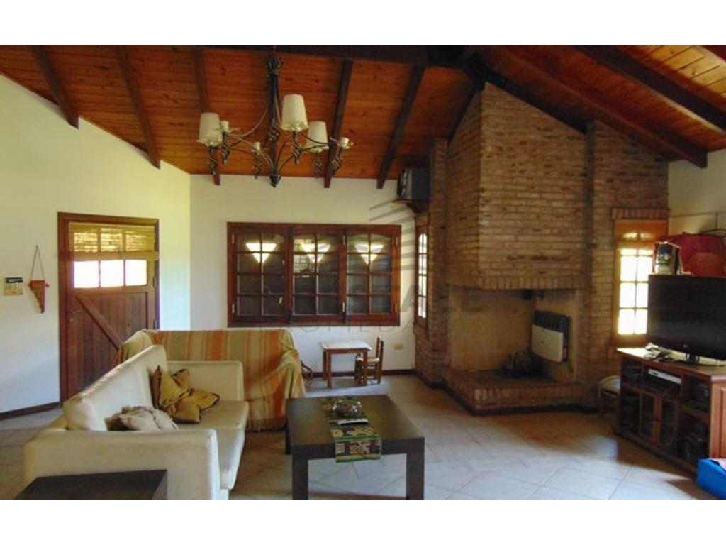 Julio A. Roca 2600 - Casa 4 dormitorios a la venta