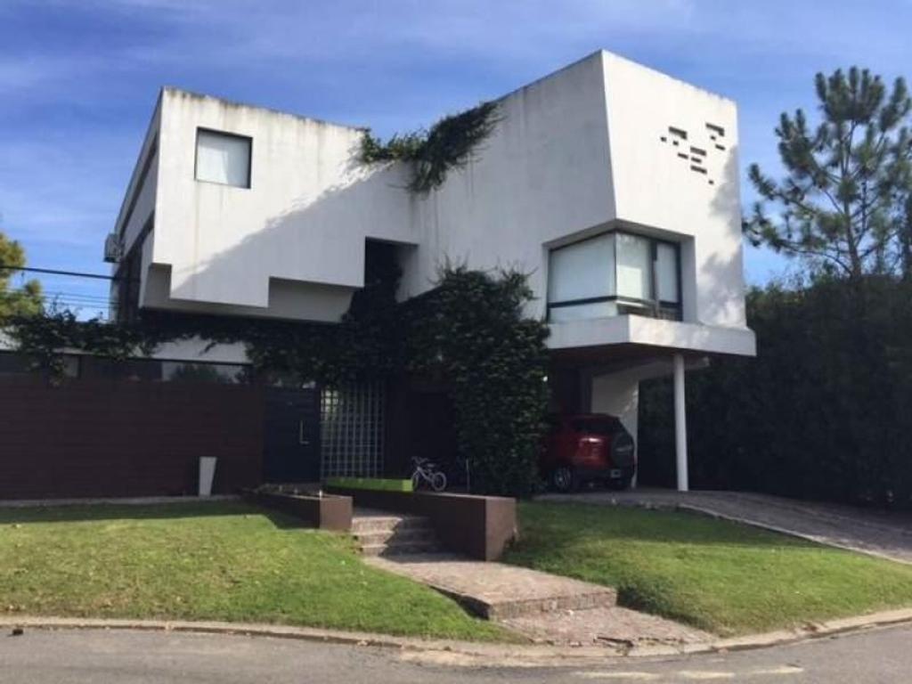 Venta Acacias Blancas Hermosa casa