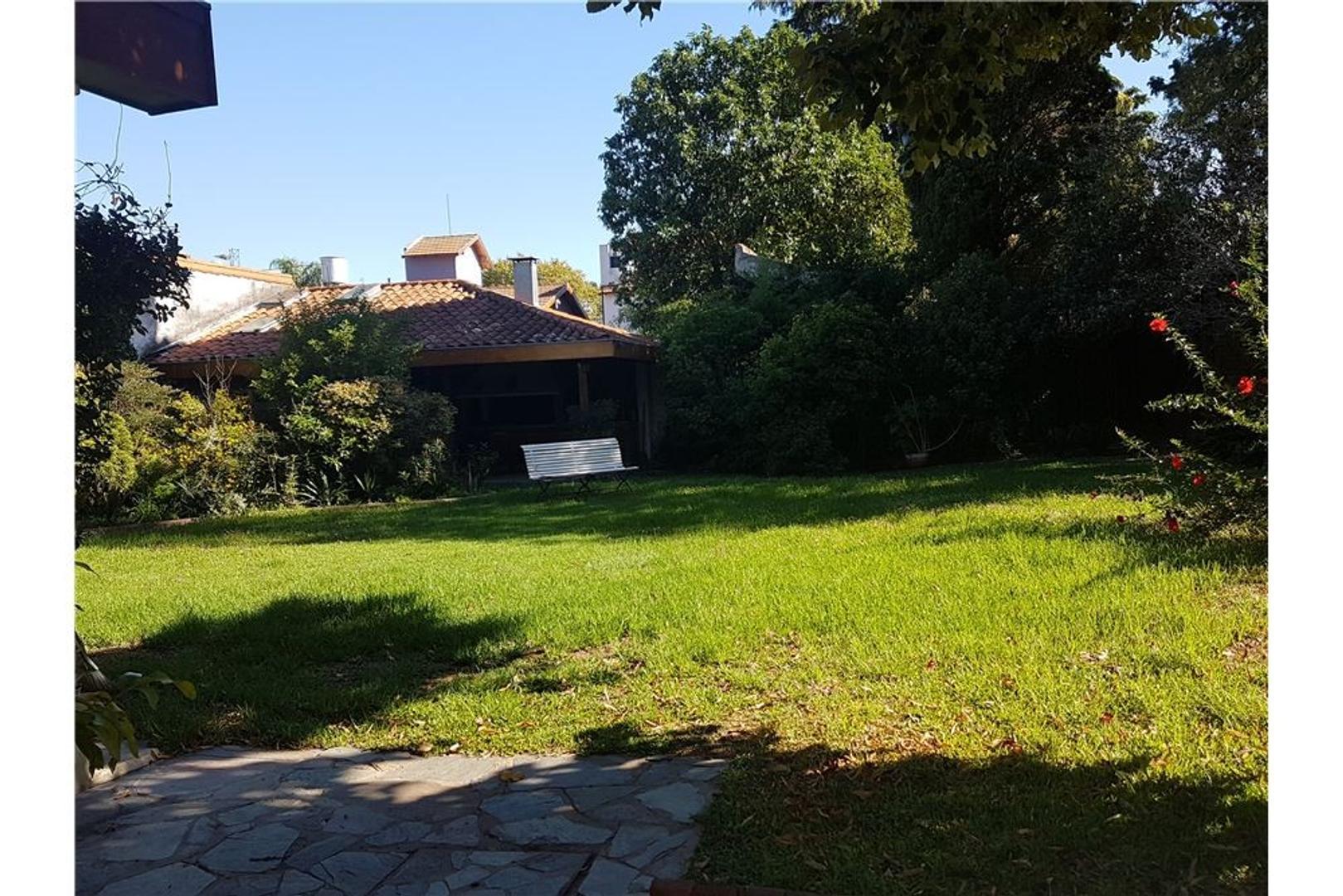 Importante casa en Olivos