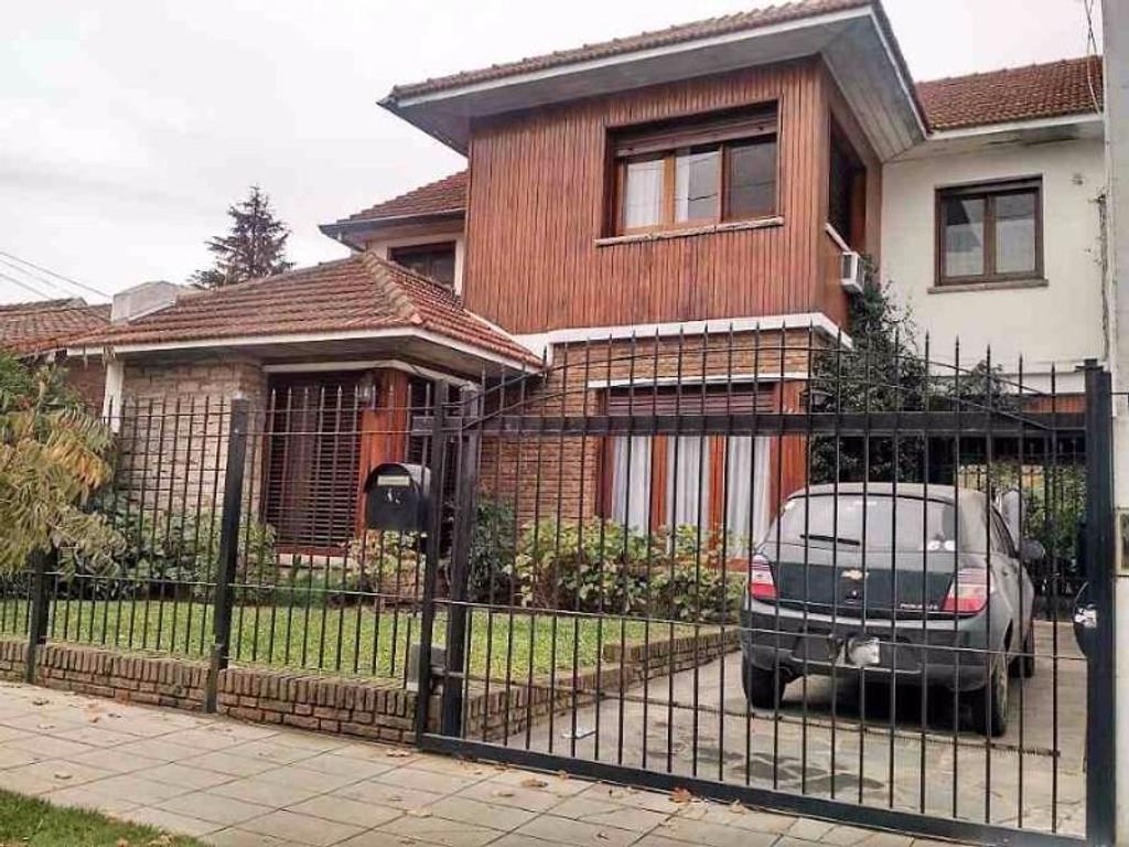 Casa de 6 ambientes en Quilmes Este, excelente ubicación.
