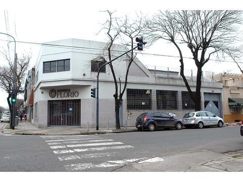 Alquiler Excelente local con oficinas y galpón en distrito diseño CABA