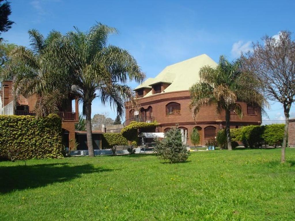 Casa en Venta en Villa de Mayo 4 Dormitorios en suite con pileta