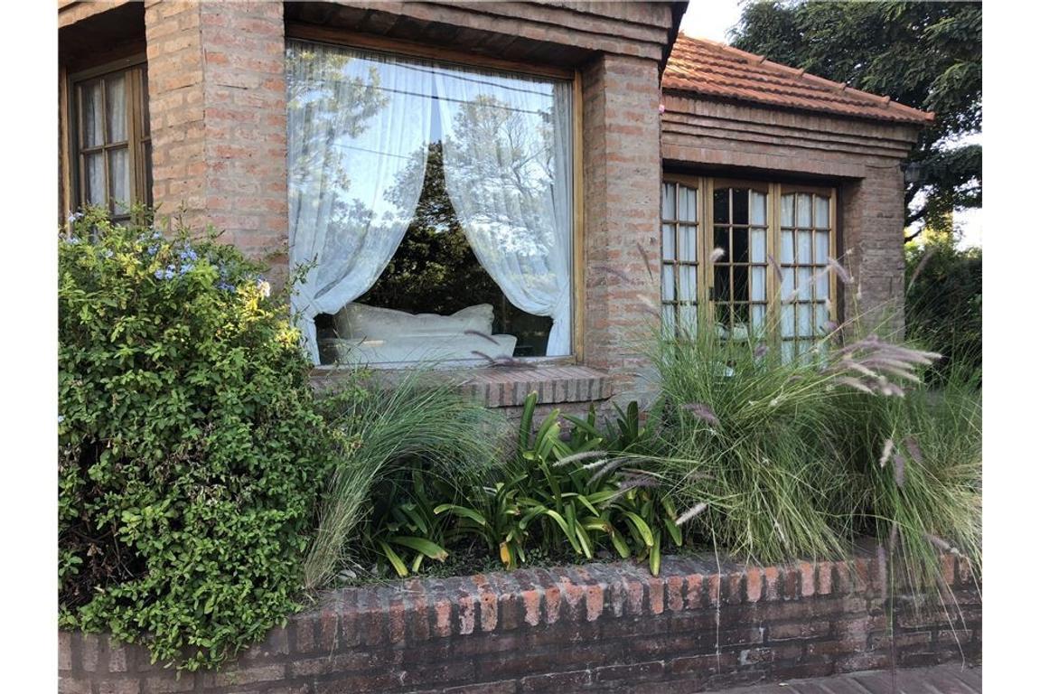 Casa 4 dorm Parque Pileta Country Bco Provincia
