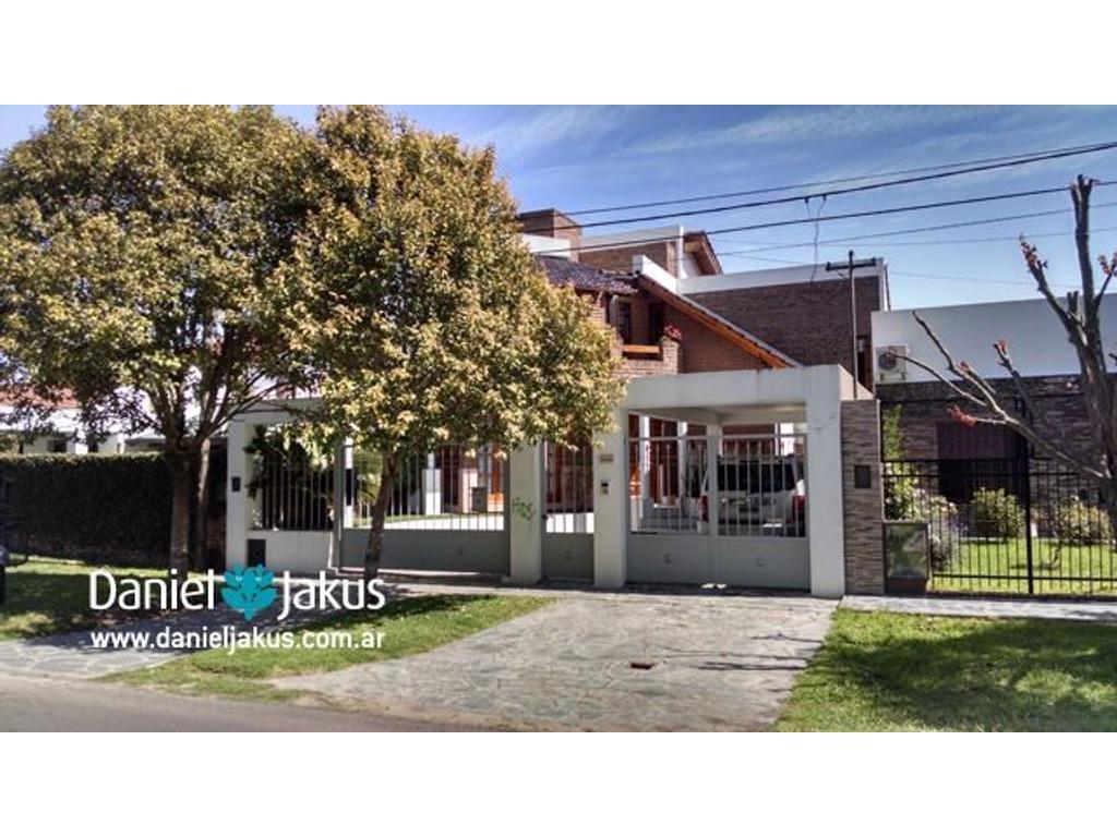 Casa en venta ubicada en calle 16 entre 507 y 508, La Plata, Daniel Jakus Propiedades