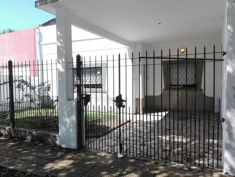 CASA DE 4 AMBIENTES EN ITUZAINGO NORTE - APTA CREDITO (1983)