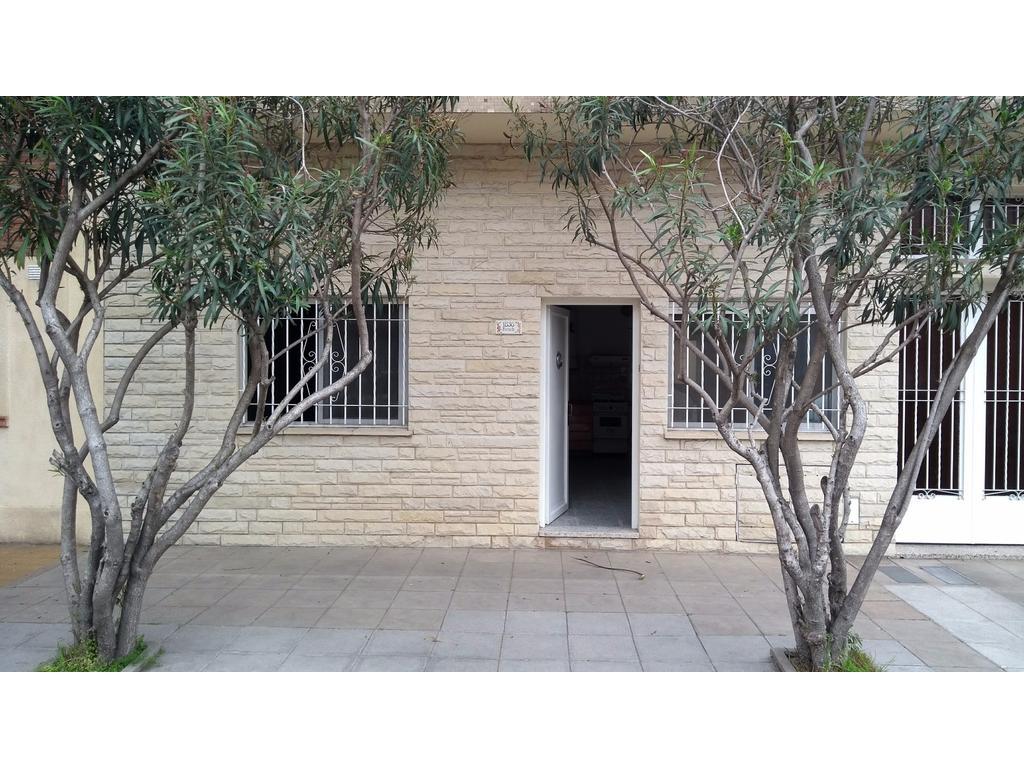 Departamento / Casa 3 amb. en PH . Planta Baja