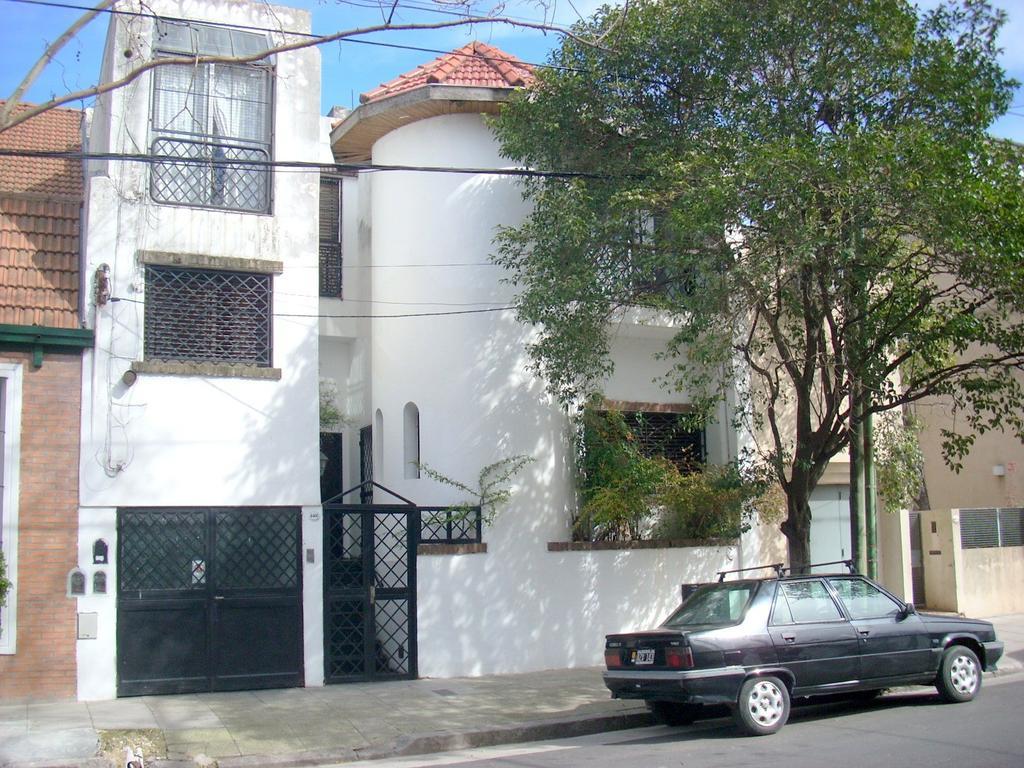 Gran casa con 5 dormitorios mas dependencia, cochera y parque con piscina