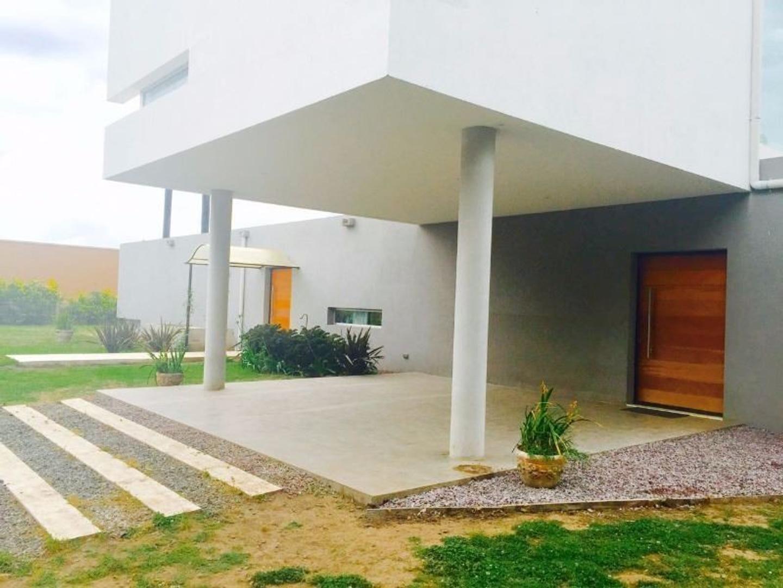 Villa Gral Belgrano a sólo 90 minutos de BA Espectacular CASA a ESTRENAR 270m sobre 1600m B Privado