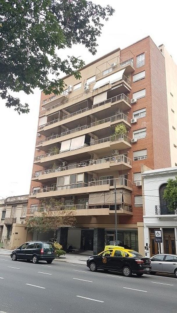 EXCELENTE 3 AMB DE CATEGORÍA CON COCHERA Y BAULERA - 95m² - Av. Directorio 1700
