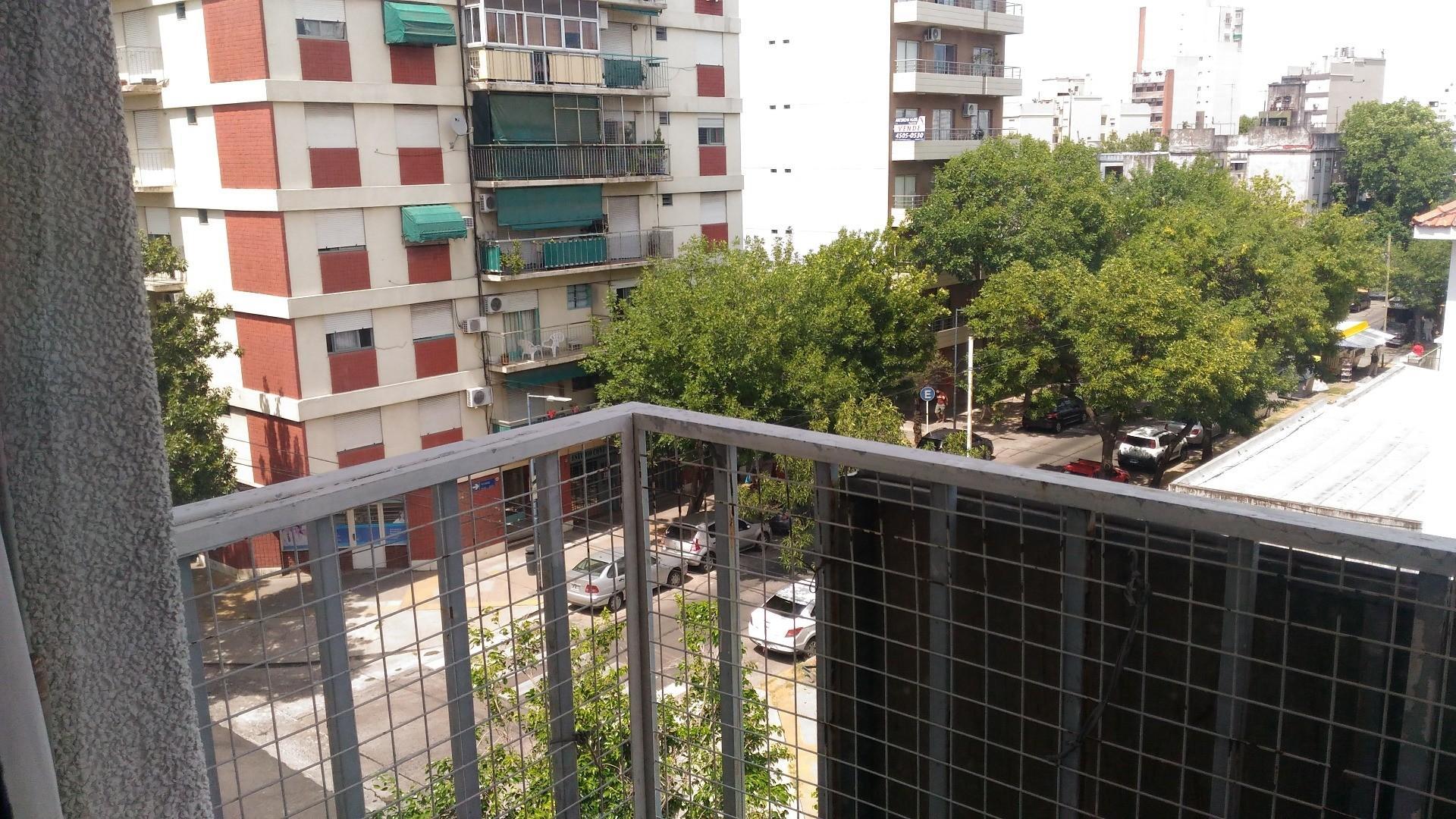Excelente Depto. 3 ambientes al frente con balcon
