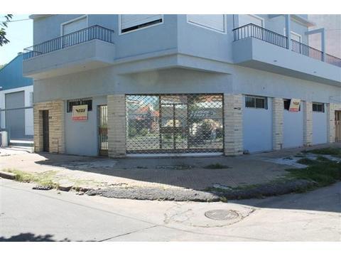 Galpon de 158 mts2 en esquina, Zona Industrial (I1), a cinco cuadras de Av. Laprida.