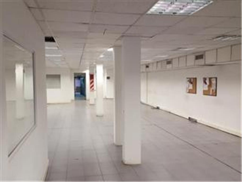 Edificio Corporativo en venta 950 m2 cubiertos 3 plantas grupo electrogeno/aire central/montacargas