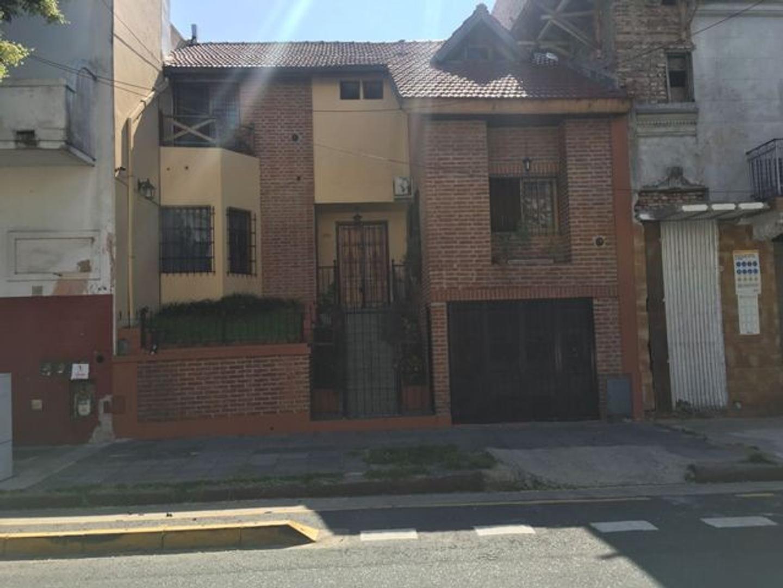 XINTEL(LEP-LEP-14542) Casa - Venta - Argentina, Capital Federal - TREINTA Y TRES ORIENTALES  AL 2100