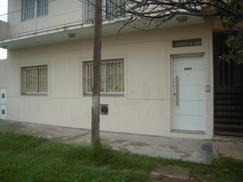 Excelente departamento tipo casa a estrenar en planta baja al frente con patio y cochera sin expensa