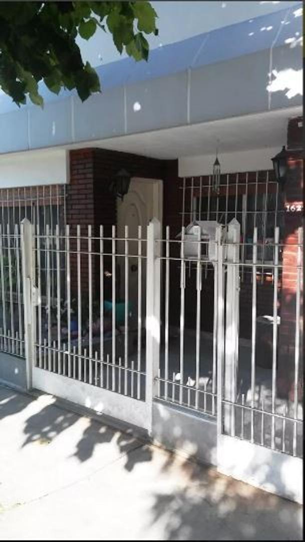 Casa en Venta en Ituzaingo - 6 ambientes