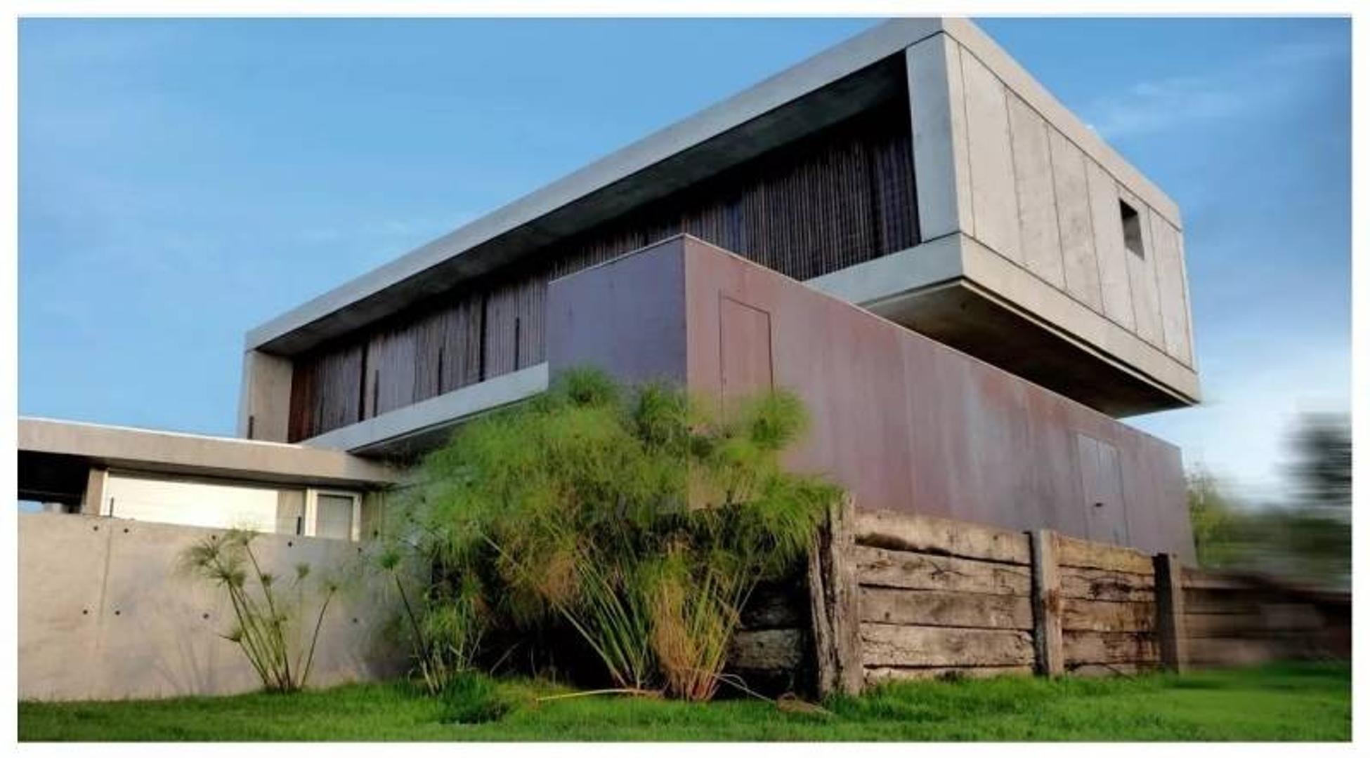 Susana Aravena Propiedades FV Espectacular casa en venta a la laguna en Tigre San Marco Villanueva